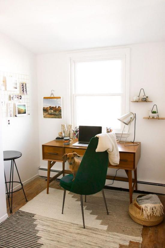 Trends 2021 in der Inneneinrichtung einfaches Raumdesign Arbeitsatmosphäre im Home Office natürliche Materialien