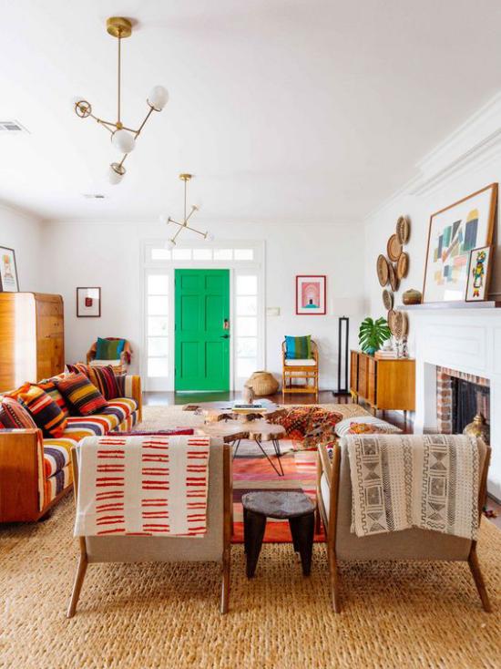 Trends 2021 in der Inneneinrichtung exotisches Interieur viele Farben Muster mixt