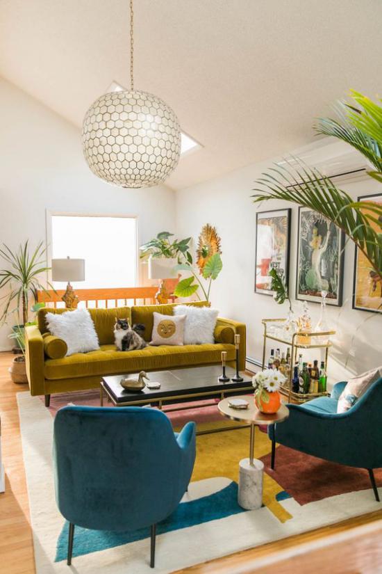 Trends 2021 in der Inneneinrichtung farbenfrohes Wohnzimmer gemütliche Atmosphäre zeitloses Design Individualität und Einzigartigkeit