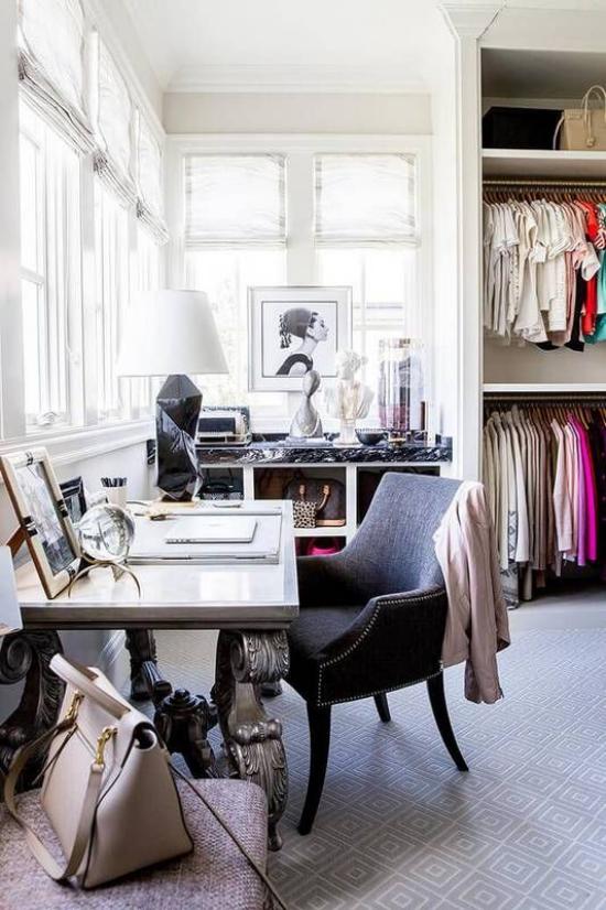 Trends 2021 in der Inneneinrichtung hoher Stil ausgezeichneter Geschmack Home Office einrichten daneben Kleiderschrank