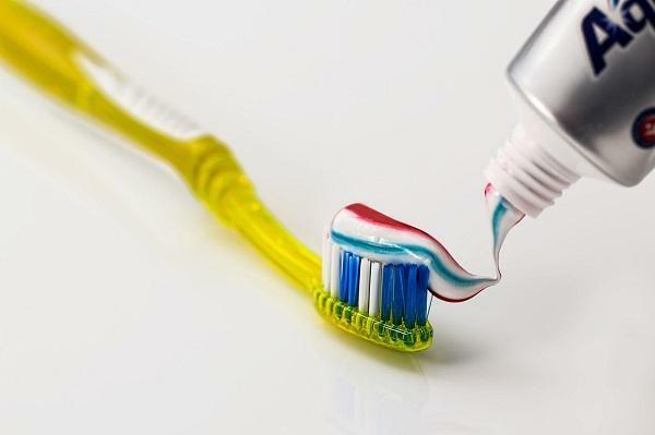 ceranfeld reinigen mit zahnpasta