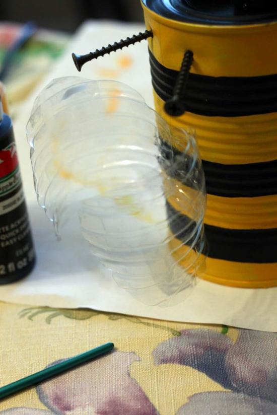 gartendeko bienen basteln aus blechdose