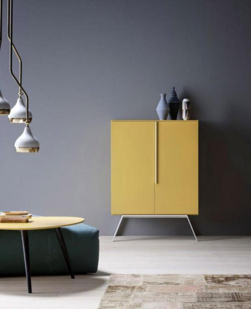 gelbe Akzente im Home Office Büro Inspiration gelber Schrank Blickfang graues Ambiente