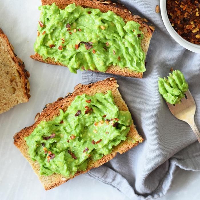 gesunde frühlingsrezepte avokado brotaustrich