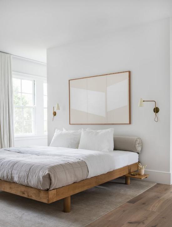 kleines Schlafzimmer optisch erweitern einfache Raumeinrichtung Gestaltung in hellen Farbtönen abstraktes Bild an der Wand