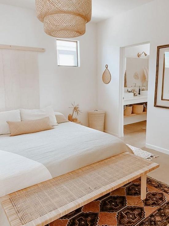 kleines Schlafzimmer optisch erweitern helles sehr ansprechendes Ambiente neutrale Farben schöne Raumgestaltung