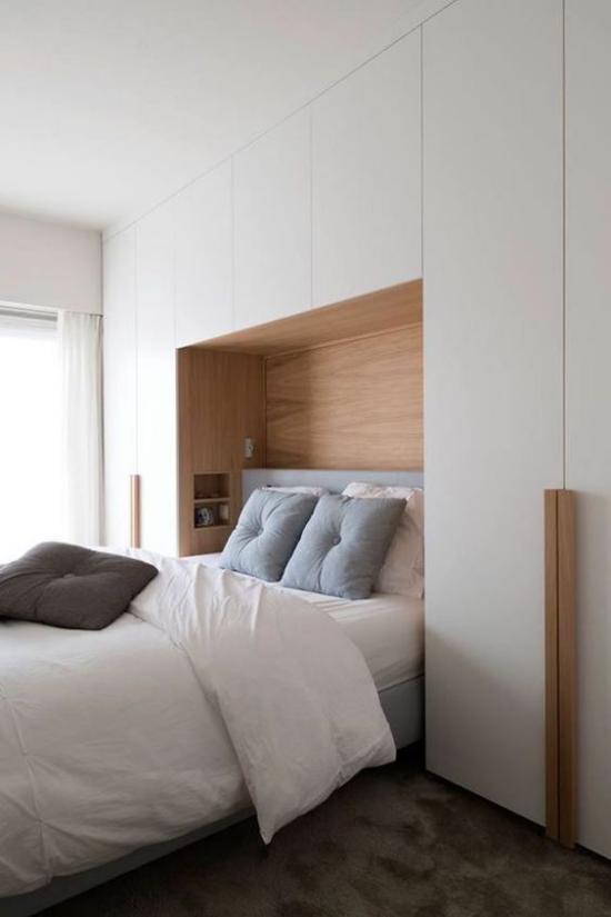kleines Schlafzimmer optisch erweitern stilvoll eingerichtet gestaltet in hellen Farbtönen