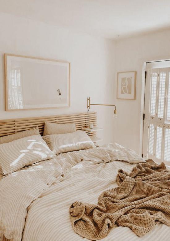 kleines Schlafzimmer optisch erweitern stilvolle Raumgestaltung voller Ästhetik helle Farben dezente Beleuchtung ideen
