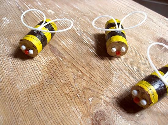 korken bienen basteln frühlingsdeko