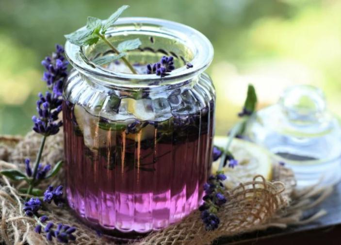 Kräuter für die Atemwege zitrone und lavendeltee