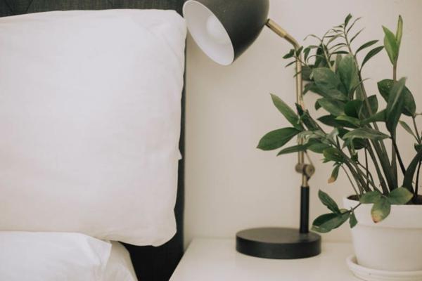 natürliche Schlafmittel Schlaflösigkeit bekämpfen Lampe Lichtquellen