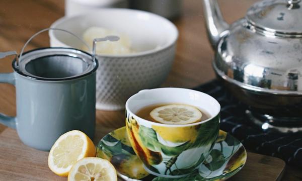 natürliche Schlafmittel Schlaflösigkeit bekämpfen Tee trinken