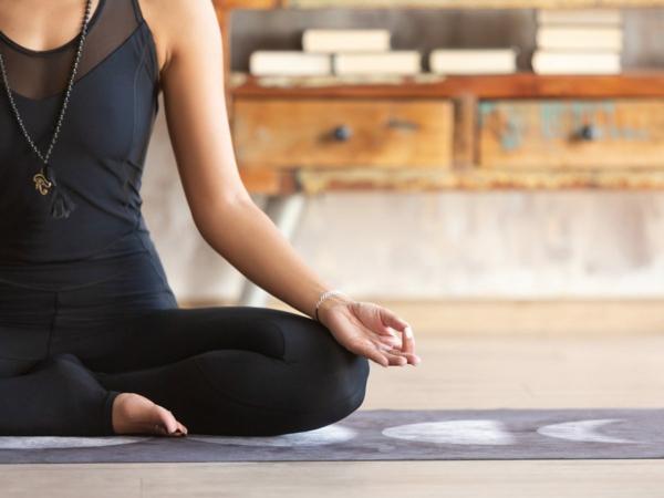 natürliche Schlafmittel Schlaflösigkeit bekämpfen Yoga Übungen