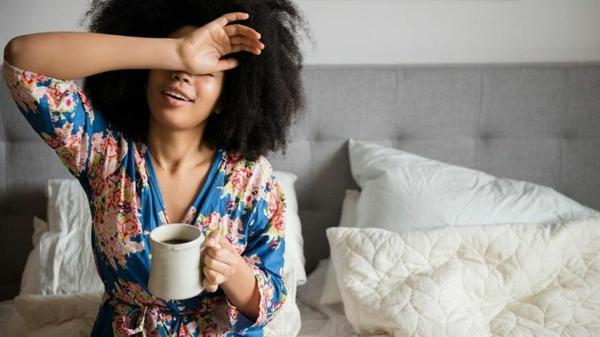 natürliche Schlafmittel Schlaflösigkeit mehr Flüßigkeiten trinken