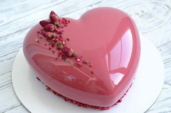 origineller valentinskuchen herzkuchen mit rosen