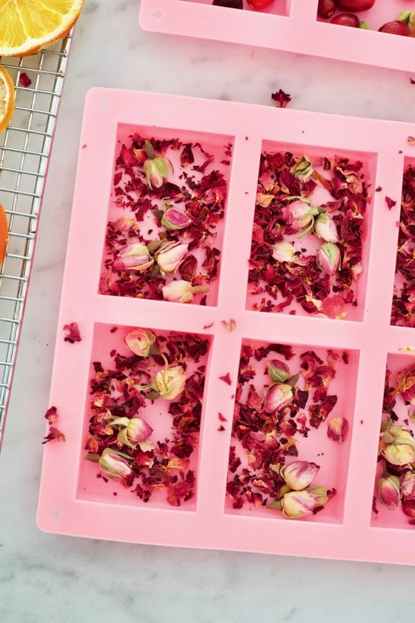 raumduft selber machen rosenblüten rosenöl