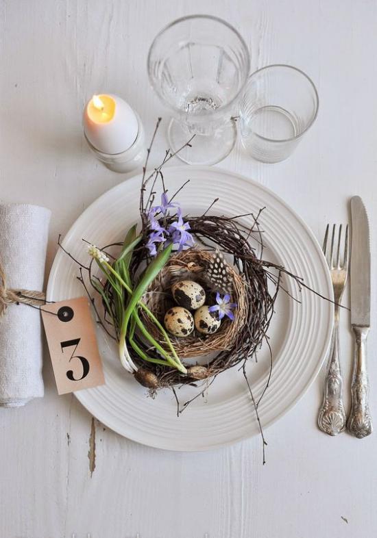 skandinavische Frühlingsdeko Tisch Teller Vogelnest Ostern ist das