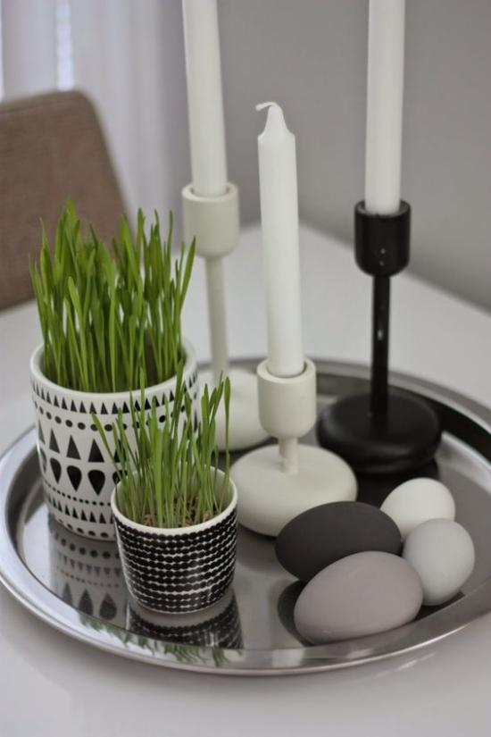 skandinavische Frühlingsdeko Tischdeko Tablett Eier grau Anthrazit Kerzen Töpfe mit Grün