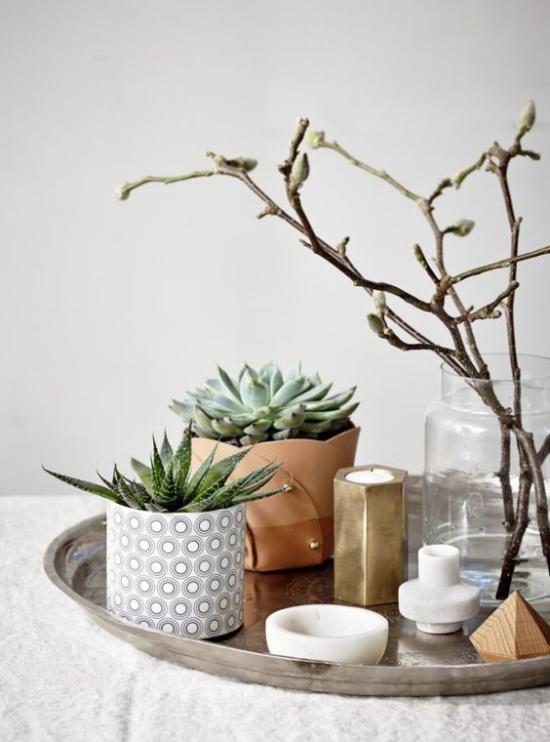 skandinavische Frühlingsdeko kreatives Arrangement Vasen Kerzenhalter Blumentöpfe Kakteen