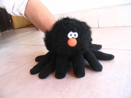tarantel handpuppen selber machen aus handschuhen