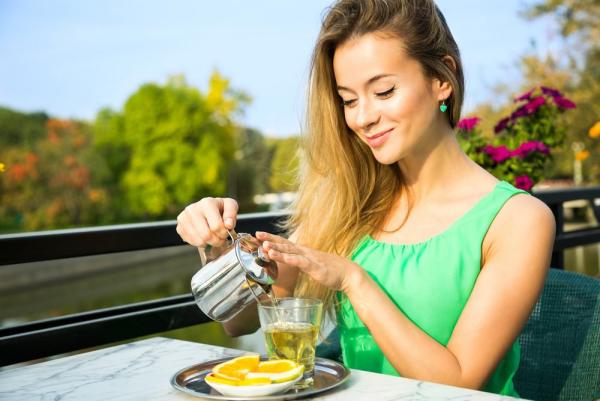 vitalisierende Tees Grüntee trinken gesund stärkt die Abwehrkräfte des Körpers