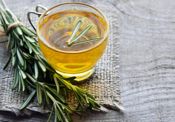 vitalisierende Tees Rosmarintee gut fürs Gedächtnis