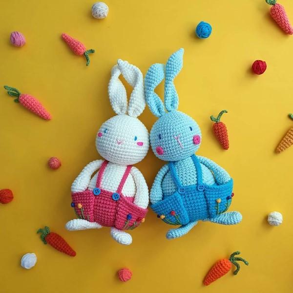 Amigurumi Hase häkeln – Ideen für Ostern zum Inspirieren und Nachmachen osterhase blau weiß