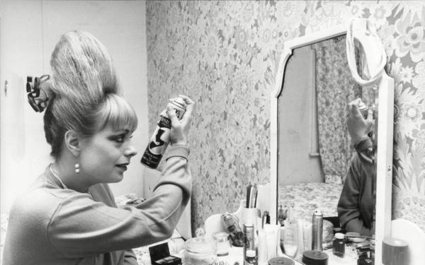 Beehive Frisur Trend Retro Frisuren Hairstyle