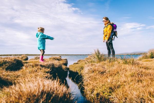 Frühling mit einem Osterspaziergang begrüßen – frische Ideen für die ganze Familie mut und hoffnung wald ausflug
