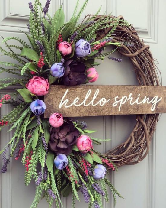 Frühlingskränze Holzplatte Schrift willkommen Frühjahr Kranz aus Weidezweigen künstliches Grün Kunstblumen schönes Arrangement rustikaler Look