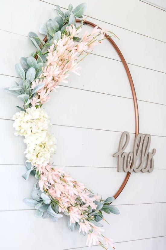 Frühlingskränze einfacher Design halb geschmückt Schrift schöner fröhlicher Look