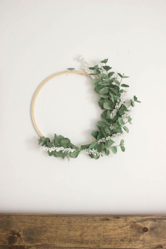 Frühlingskränze einfaches Design attraktiver Look minimalistisch Eukalyptusblätter