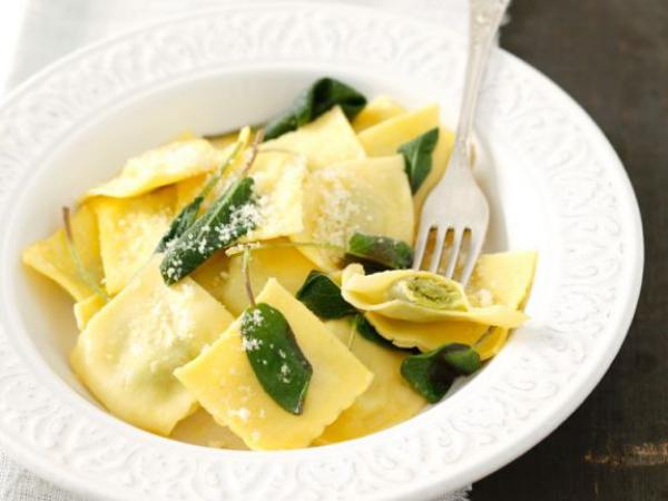 Gründonnerstag grüne Speisen traditionelle Rezepte Maultaschen mit Bärlauch-Pesto Füllung