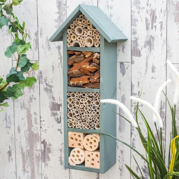 Insektenhotel basteln und den Frühlingsgarten mit freudigen Summen erfüllen altes regal upcyclen