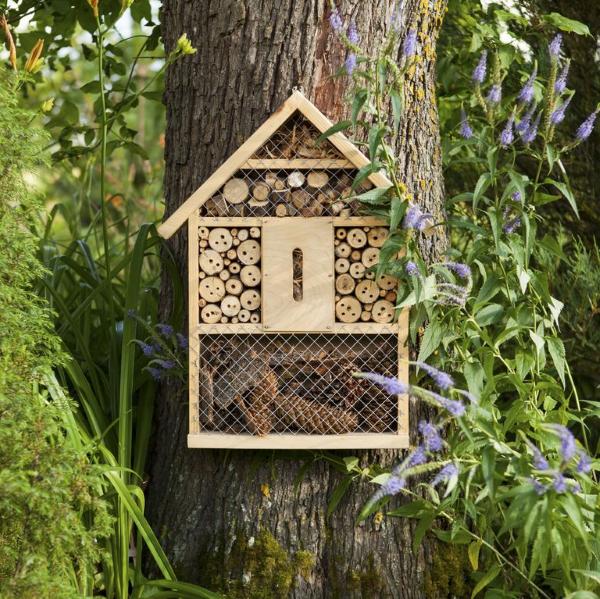 Insektenhotel basteln und den Frühlingsgarten mit freudigen Summen erfüllen bienen hotel umwelt natur