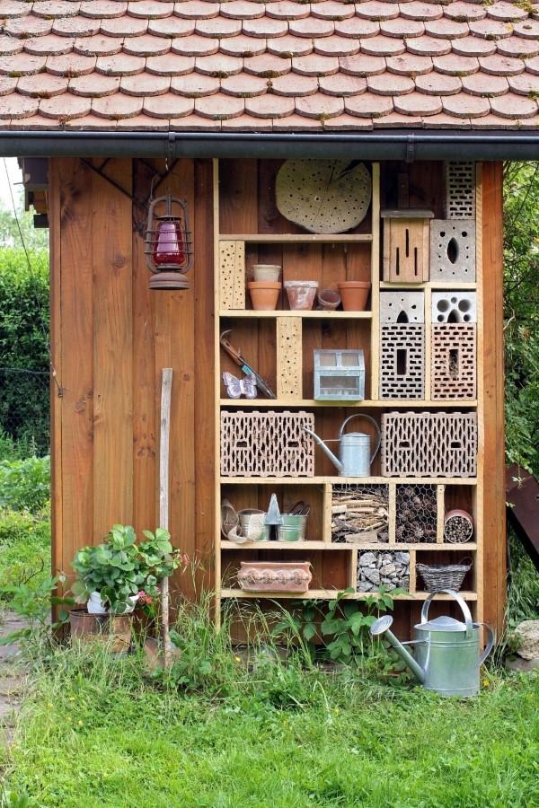 Insektenhotel basteln und den Frühlingsgarten mit freudigen Summen erfüllen gartenhaus diy hotel