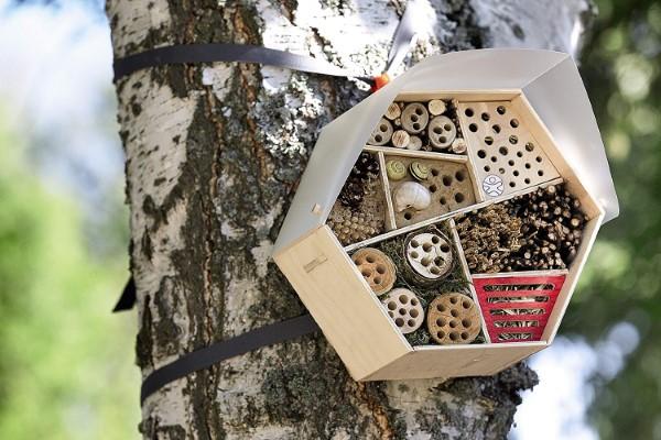Insektenhotel basteln und den Frühlingsgarten mit freudigen Summen erfüllen geometrisch modern praktisch