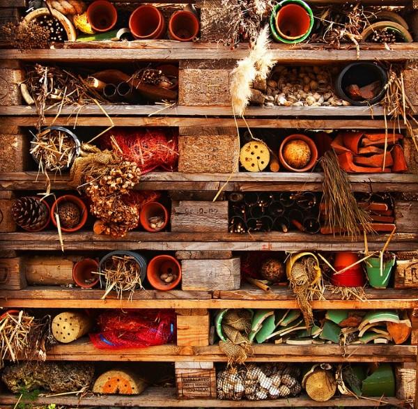 Insektenhotel basteln und den Frühlingsgarten mit freudigen Summen erfüllen hotel insekten schön diy