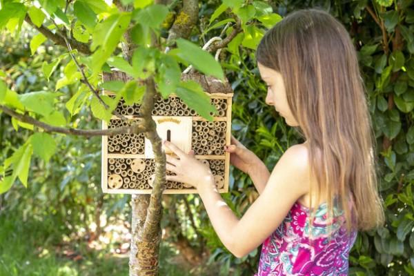 Insektenhotel basteln und den Frühlingsgarten mit freudigen Summen erfüllen kinder lernen umwelt kennen