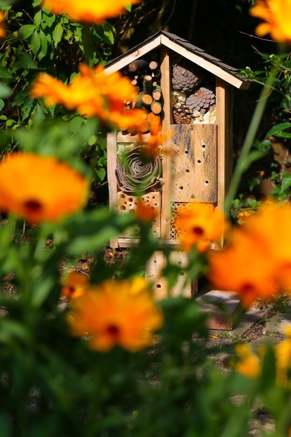 Insektenhotel basteln und den Frühlingsgarten mit freudigen Summen erfüllen schöne garten ideen diy