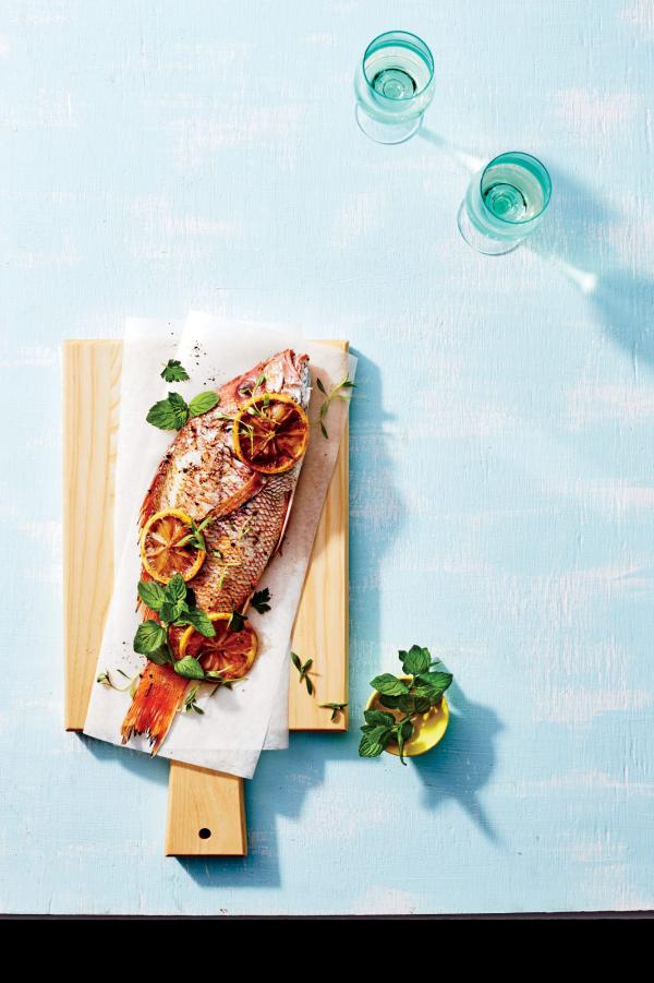 Karfreitag Fischtag uralte Tradition Lachs mit Basilikum Zitronenscheiben darauf