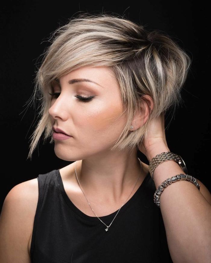 Kurzhaarfrisuren für feines Haar Bobschnitt asymetrisch