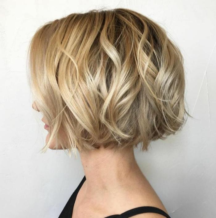 Kurzhaarfrisuren für feines Haar Bobschnitt vorn lang bunt