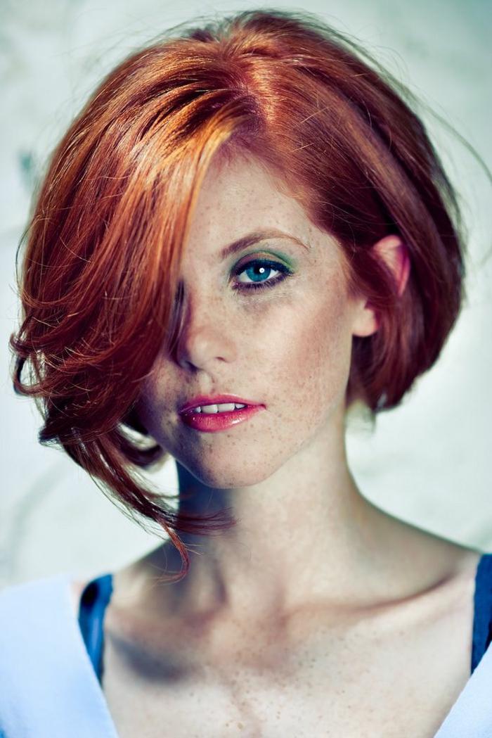 Kurzhaarfrisuren für feines Haar Bobschnitt vorn lang rote haare
