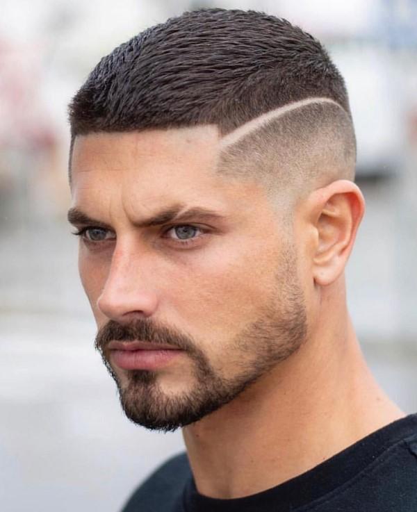 Männerfrisuren 2021 – diese Haarschnitte liegen nun voll im Trend buzz schnitt modern