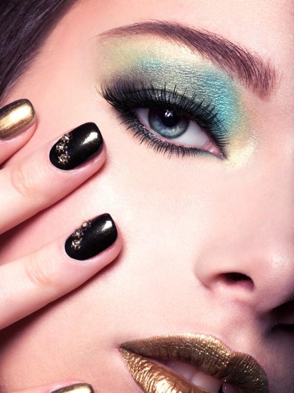 Makeup Trends 2021 – Diese Looks sind aktuell total In smokey eyes türkis