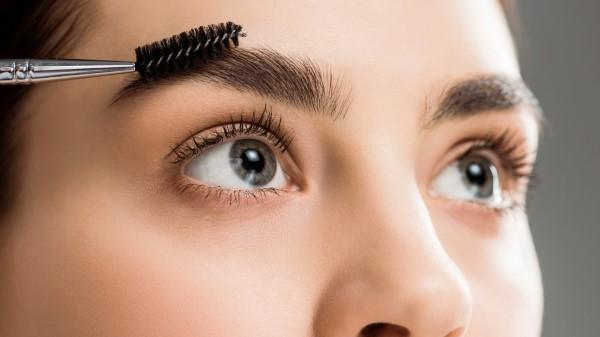 Makeup Trends 2021 – Diese Looks sind aktuell total In volle dicke brauen selber machen