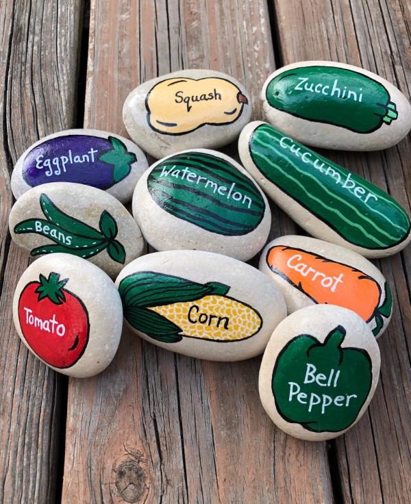 Originelle und praktische Geschenkideen für Gartenbesitzer im Frühling gemüse garten marker steine bemalen