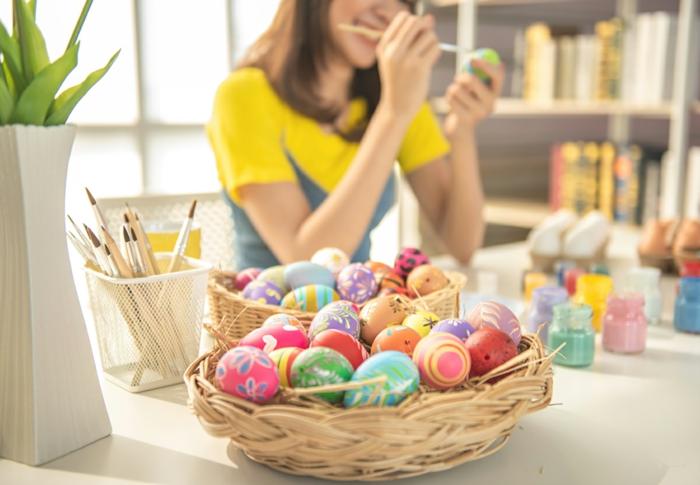Ostereier bemalen Ideen kindgerechte bunte farben
