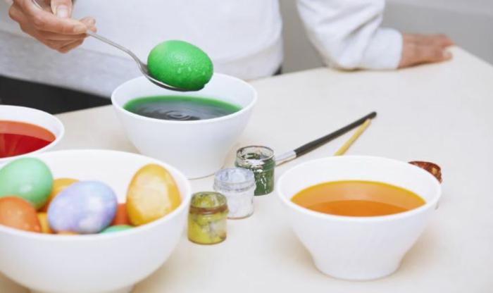 Ostereier bemalen Ideen kindgerechte farben
